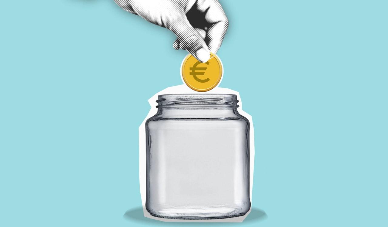 invest money piggy bank graphic pexels