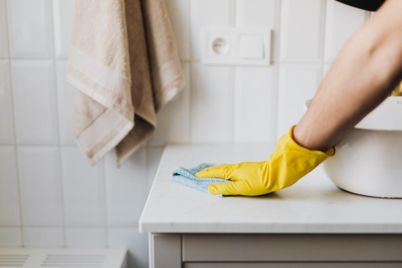 Housekeeper / cleaning/ gloves / pexels